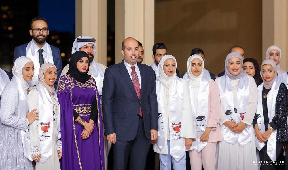 سفير البحرين لدى القاهرة يقيم غبقة رمضانية للطلبة الخريجين