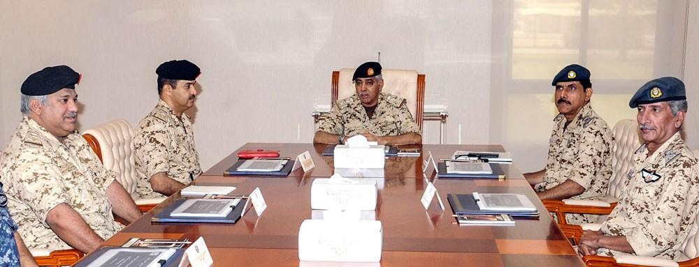 رئيس هيئة الأركان يترأس اجتماع مجلس كلية عيسى العسكرية الملكية
