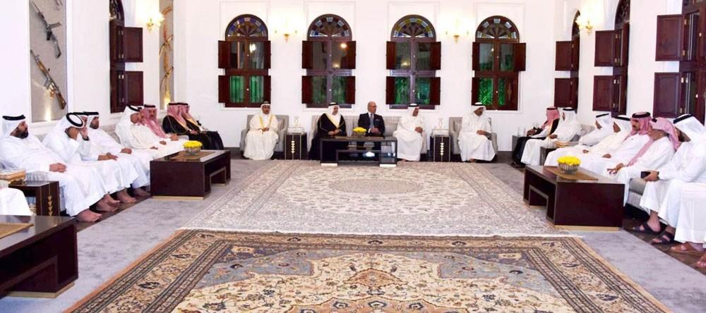 معالي وزير الديوان الملكي و القائد العام لقوة الدفاع يستقبلان عدداً من الوزراء وأفراد العائلة المالكة