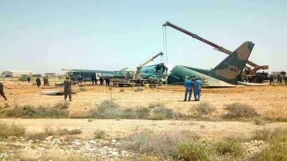 انشطار طائرة نقل عسكرية في الجزائر.. والجيش يحقق