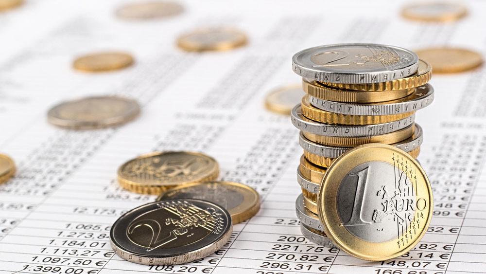 اليورو يرتفع مع انحسار التوتر السياسي في إيطاليا