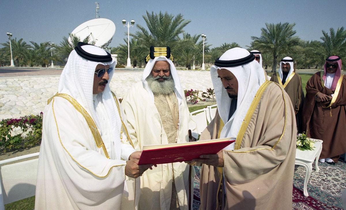 وترجل شيخ الحكمة البحرينية سمو الشيخ عبدالله بن خالد رحمه الله