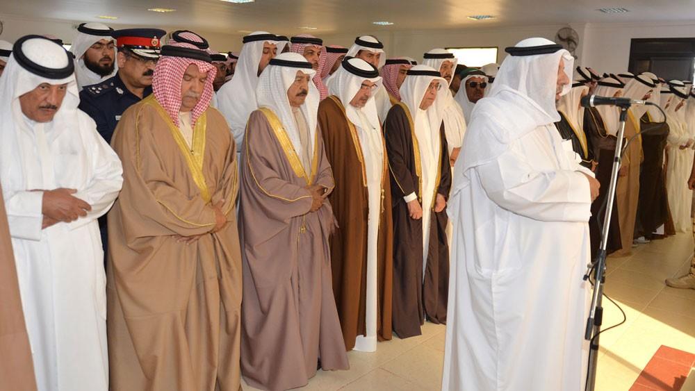 رئيس الوزراء وولي العهد يؤديان صلاة الجنازة على جثمان سمو الشيخ عبدالله بن خالد طيب الله ثراه