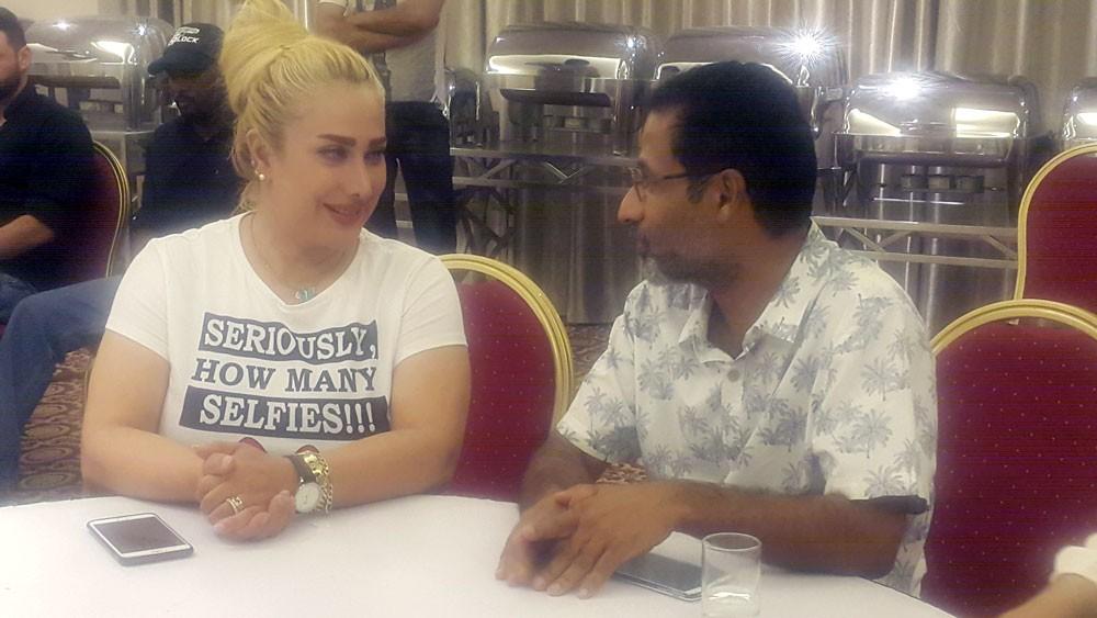 """ميس كمر لـ""""البلاد"""": """" أحبكم هوايه"""" و جئت لعيون البحرين"""