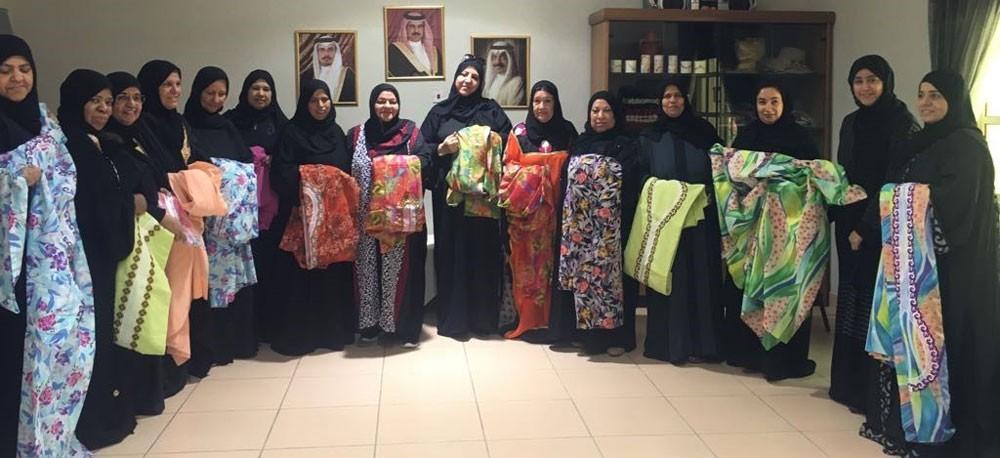 المحافظة الجنوبية تهدي 130 أسرة ملابس تراثية بمناسبة عيد الفطر المبارك