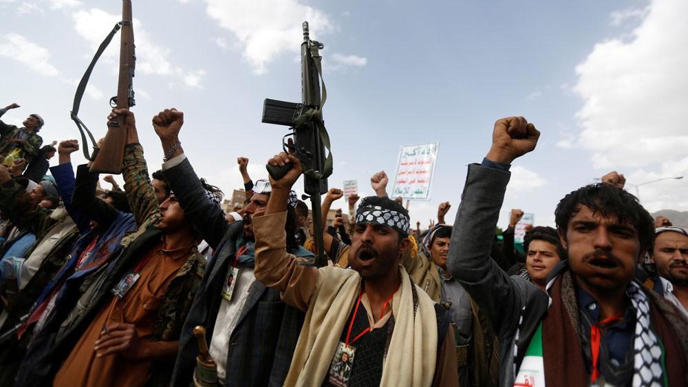 مشرفو ميليشيات الحوثي يسارعون لبيع عقارات في الحديدة