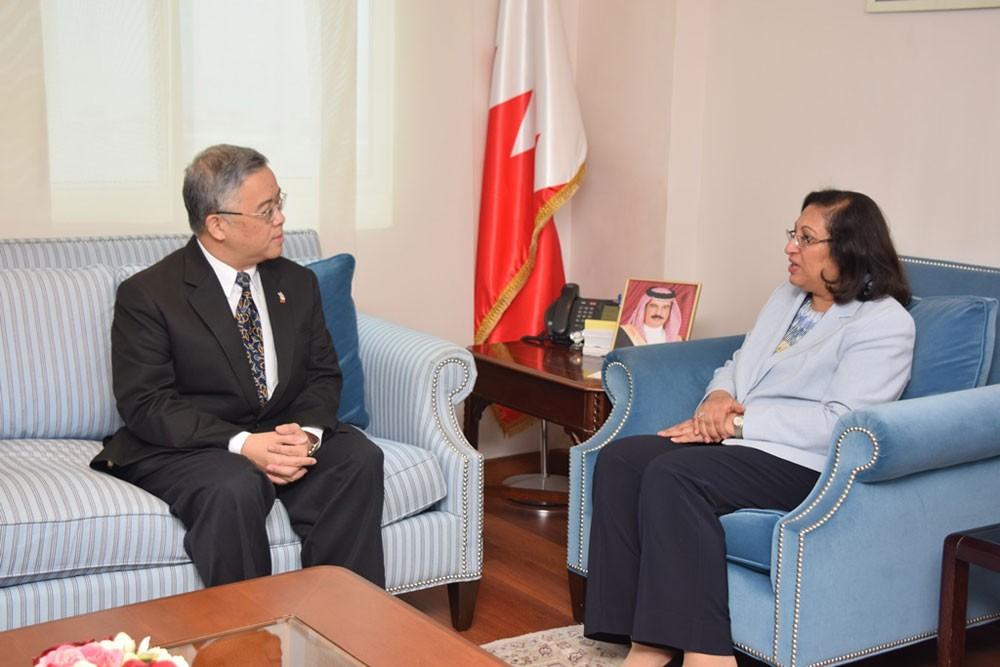 وزيرة الصحة تستقبل السفير التايلندي