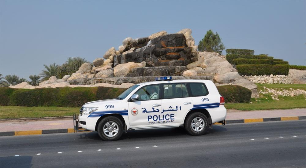 (شرطة المحرق): القبض على مشتبه بسرقته مقتنيات شخصية ومبلغ مالي من إحدى البرادات