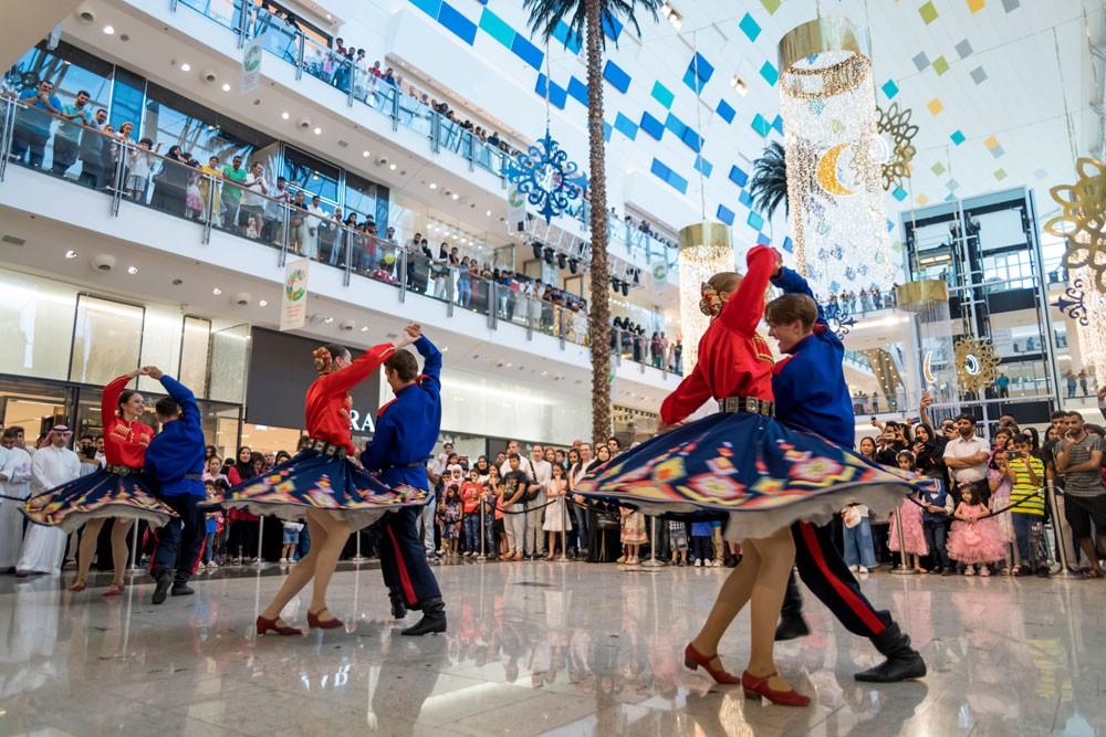 «سيتي سنتر» يستقبل زواره خلال عطلة العيد بأجمل عروض الرقص الشعبي الروسي