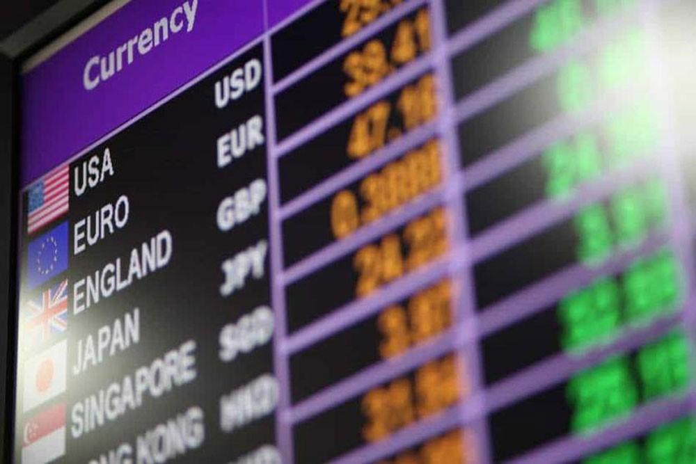 الدولار يهبط أمام الين بعد تهديد أمريكي برسوم جديدة على الصين