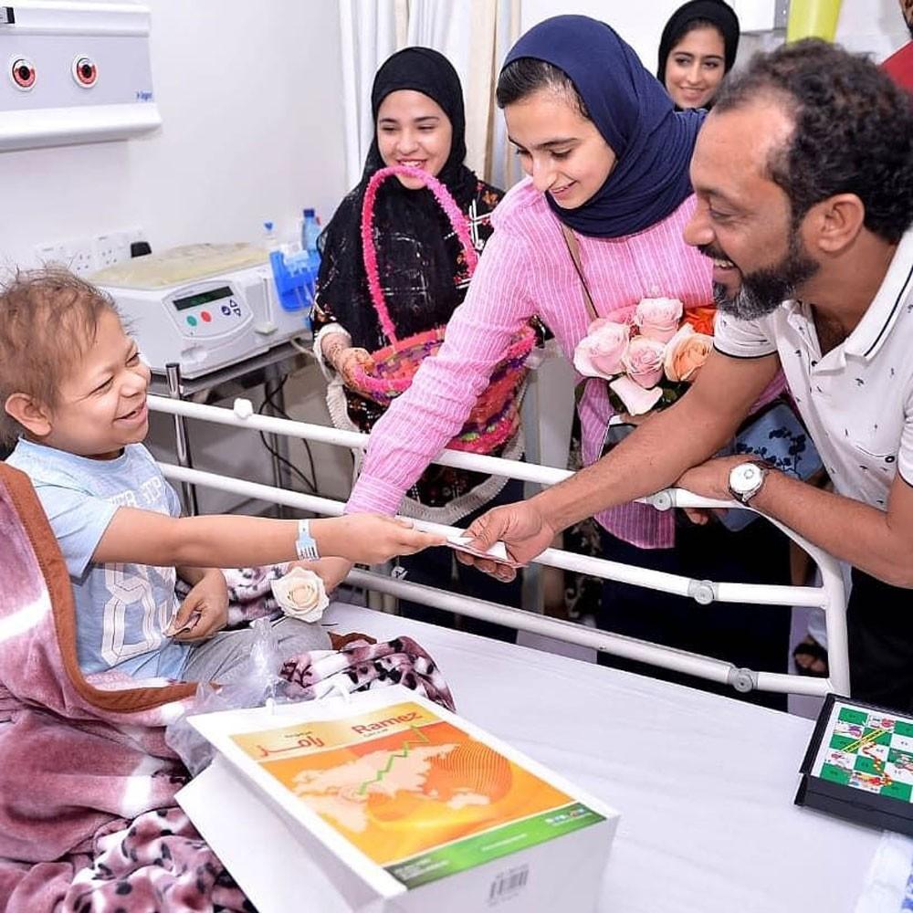مركز الحورة والقضيبية وفريق قادة المستقبل يحتفلون بالعيد مع الأطفال المرضى