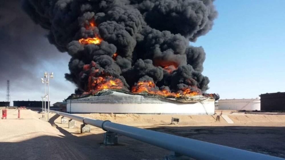 ليبيا.. اشتعال النار في صهريج نفط ثالث بمرفأ رأس لانوف