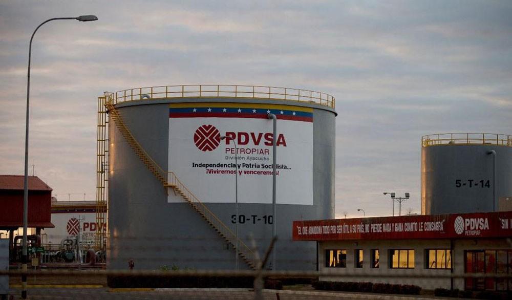 فنزويلا : العقوبات الأمريكية تضر باستقرار سوق النفط