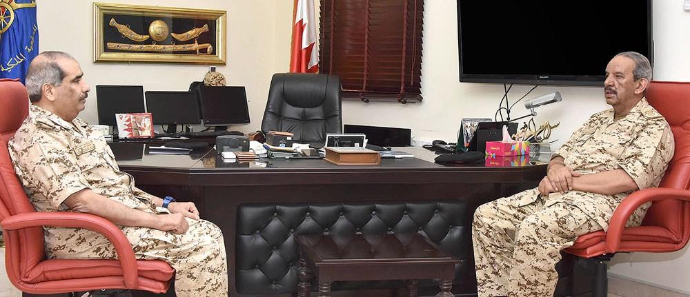 صاحب المعالي القائد العام لقوة دفاع البحرين يتفقد إحدى وحدات قوة دفاع البحرين