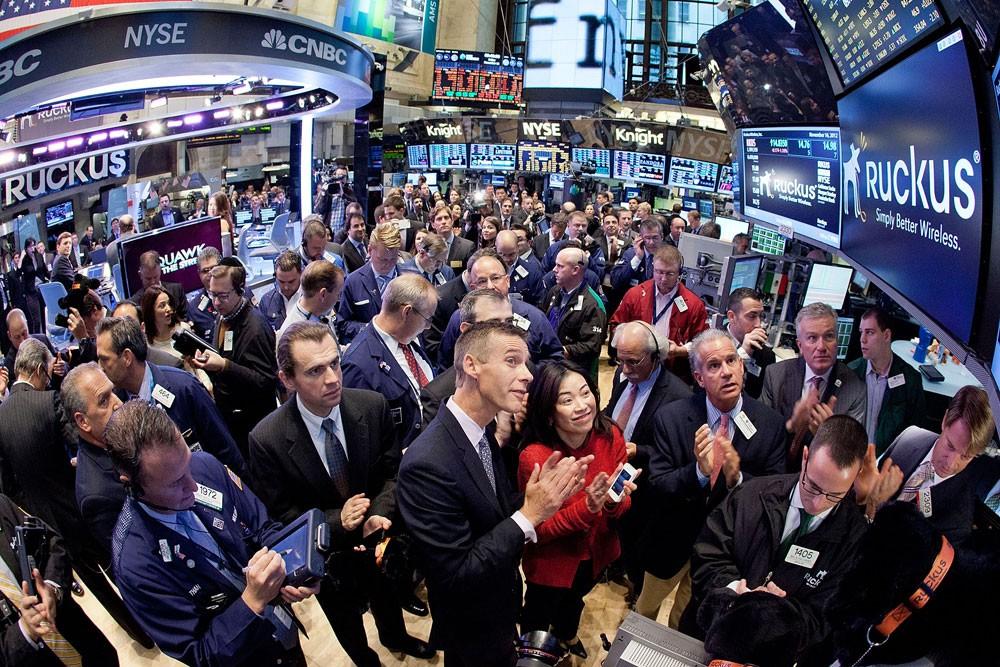مخاوف الحرب التجارية تدفع الأسهم الأميركية للتراجع