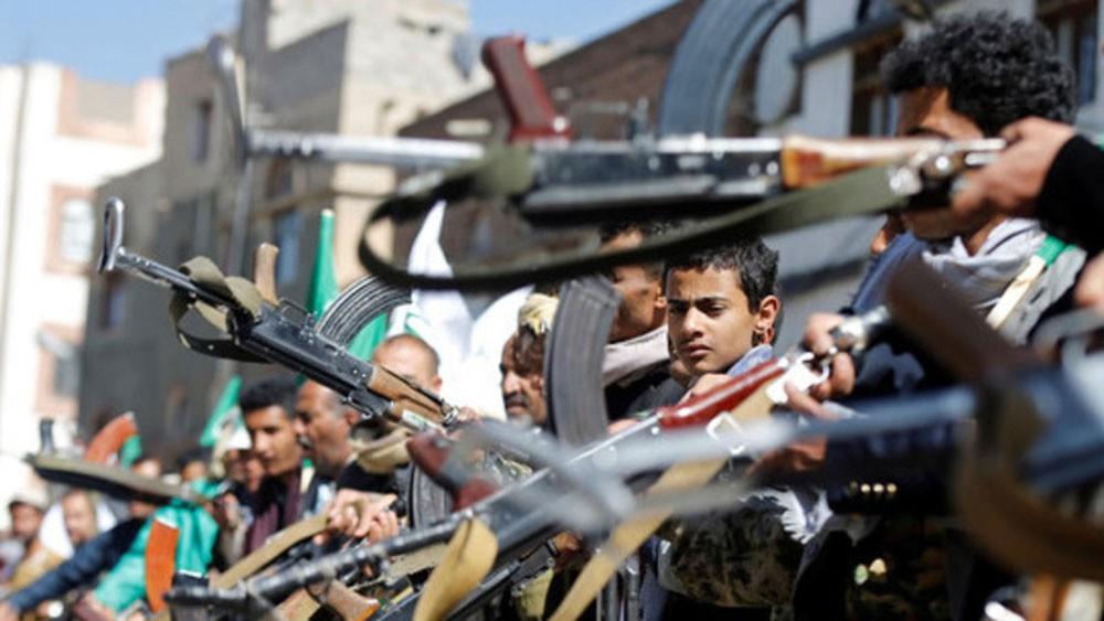 قذائف الحوثي تصيب طفلين في البيضاء
