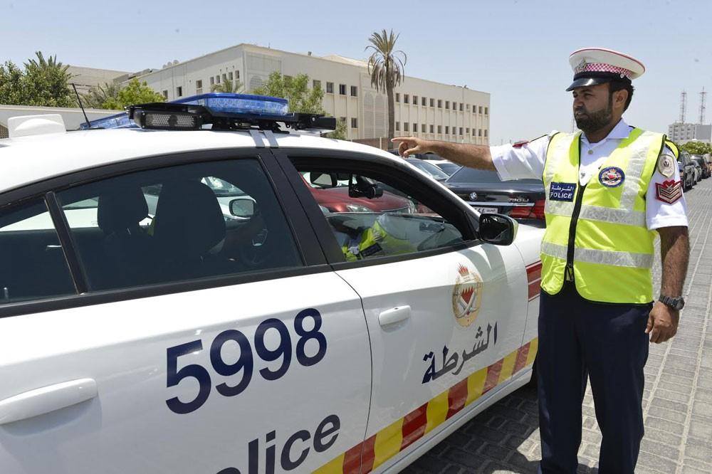 """""""المرور"""" : ضبط سائق إثر هروبه من موقع حادث مروري تسبب فيه ونتج عنه إصابة عاملين"""