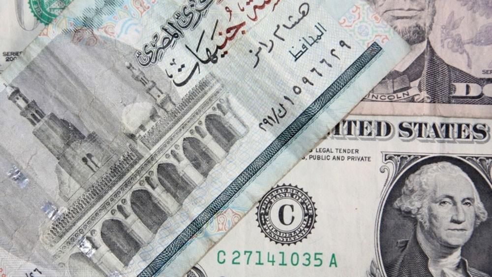 توقعات بهروب ودائع المصريين بالخارج إلى بنوك الخليج