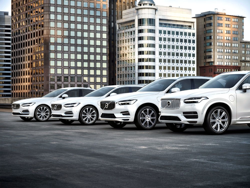 """""""فولفو """" تعتمد أساليب جديدة لتعريف العملاء بسياراتها وخدماتها"""