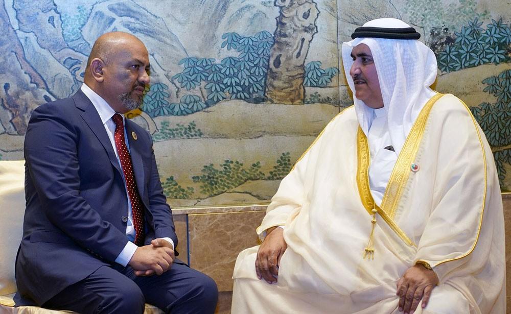 وزير الخارجية يجتمع مع وزير خارجية اليمن ويؤكد دعم البحرين في تثبيت الشرعية