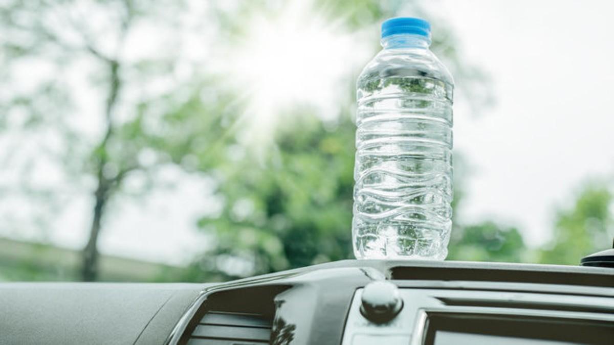 احذر قارورة الماء بسيارتك في الصيف
