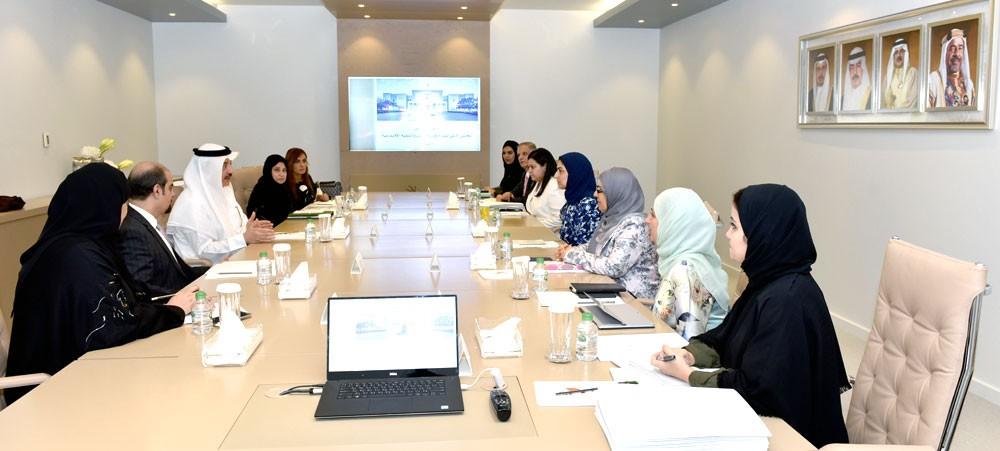الأنصاري تبحث مع وزير العمل رفع مشاركة المرأة البحرينية في سوق العمل