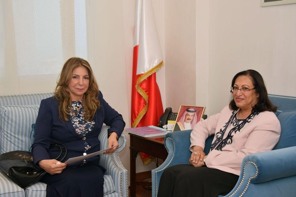"""وزيرة الصحة تهنئ الصحفية """"المالكي"""" بمناسبة فوزها بالمركز الأول بمسابقة الصحة العالمية"""