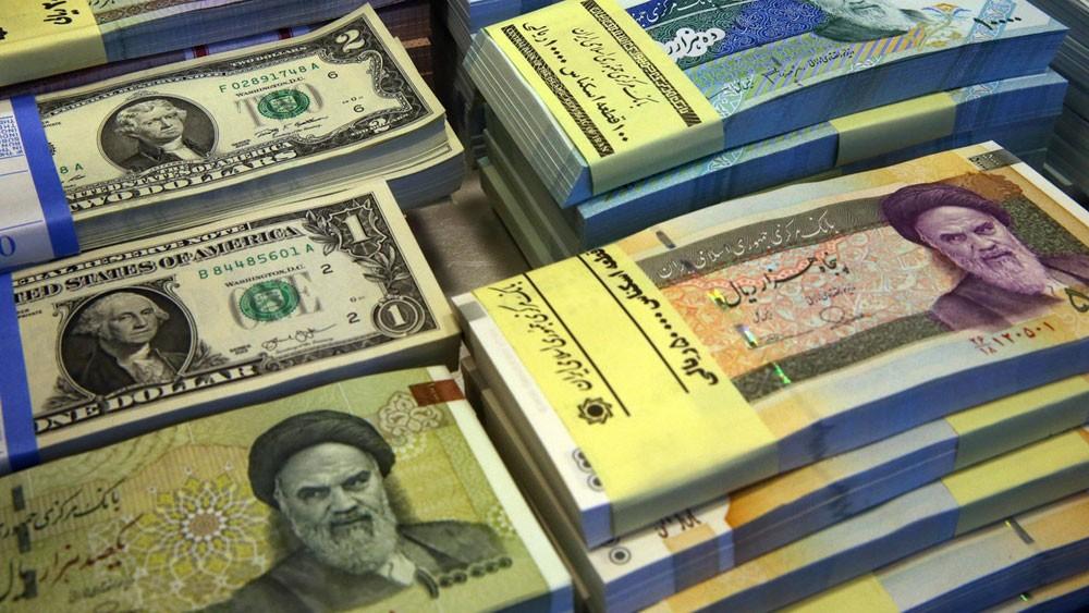 """الاقتصاد الإيراني """"يئن"""".. والريال فقد 88% من قيمته!"""