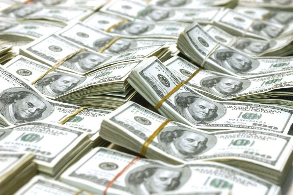 الدولار قرب ذروته في أسبوع والأنظار على التضخم الأميركي