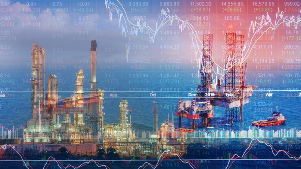تباين أسعار النفط وسط توقعات بهبوط قياسي خلال أسبوع