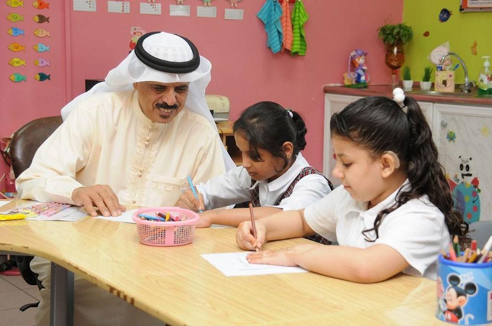 وزير التربية : إضافة مدرستين لدمج طلبة التوحد خلال العام الدراسي المقبل