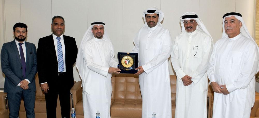 البوعينين يستقبل وفد الاتحاد الكويتي لكرة القدم
