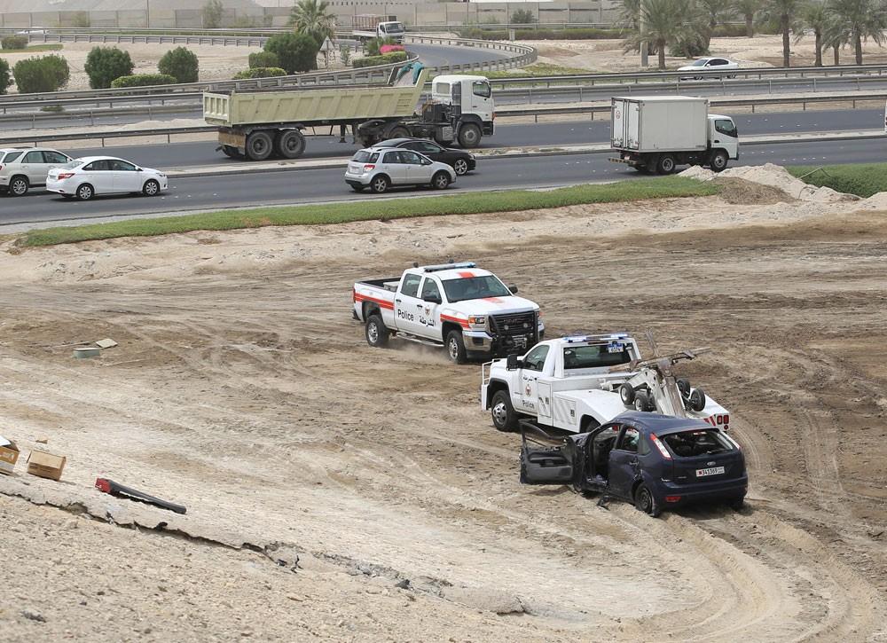 """سقوط سيارة من """"كوبري"""" شارع الشيخ سلمان في اتجاه سلماباد بعد حادث مروري"""