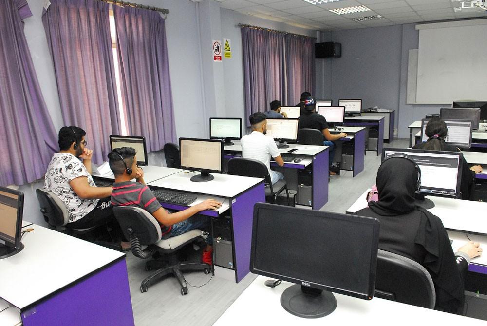 بدء امتحانات القبول في البرامج النظامية بمعهد البحرين للتدريب