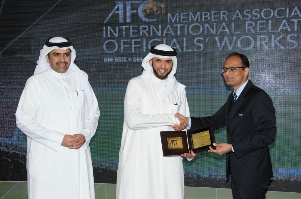رئيس اتحاد الكرة يفتتح ورشة العلاقات الدولية