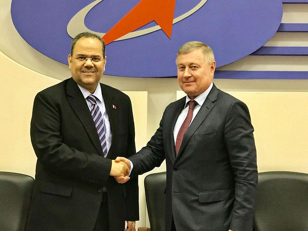 نائب رئيس هيئة الفضاء الروسية الدولية يجتمع مع سفير مملكة البحرين لدى روسيا الاتحادية