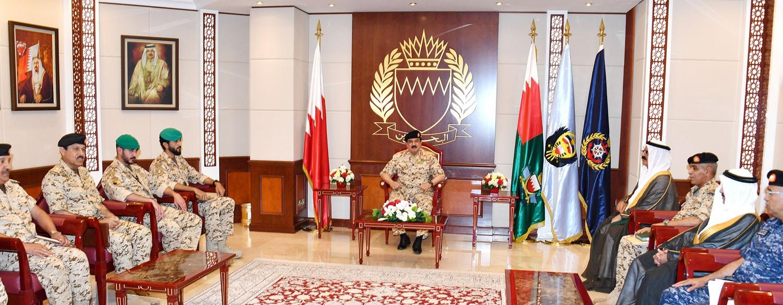 جلالة الملك يتابع مشاركة قوة الدفاع في عملية إعادة الأمل ضمن التحالف العربي