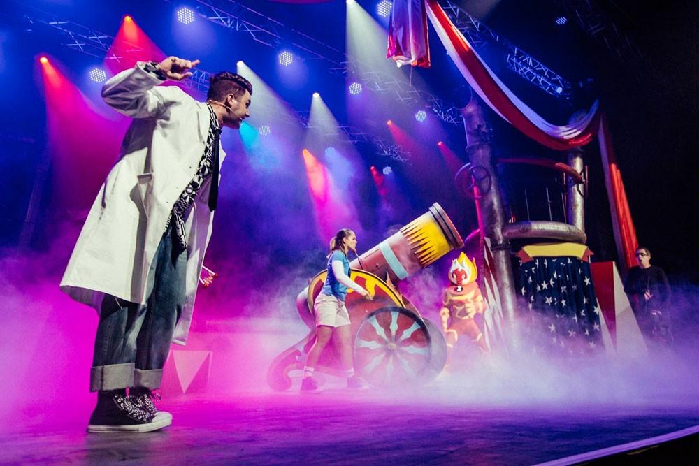 العرض المسرحي 'كرتون نتورك لايف! هيروز يونايت' في البحرين