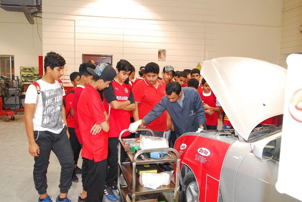 معهد البحرين للتدريب يُدرب طلبة المعسكر الصيفي على تقنيات المركبات