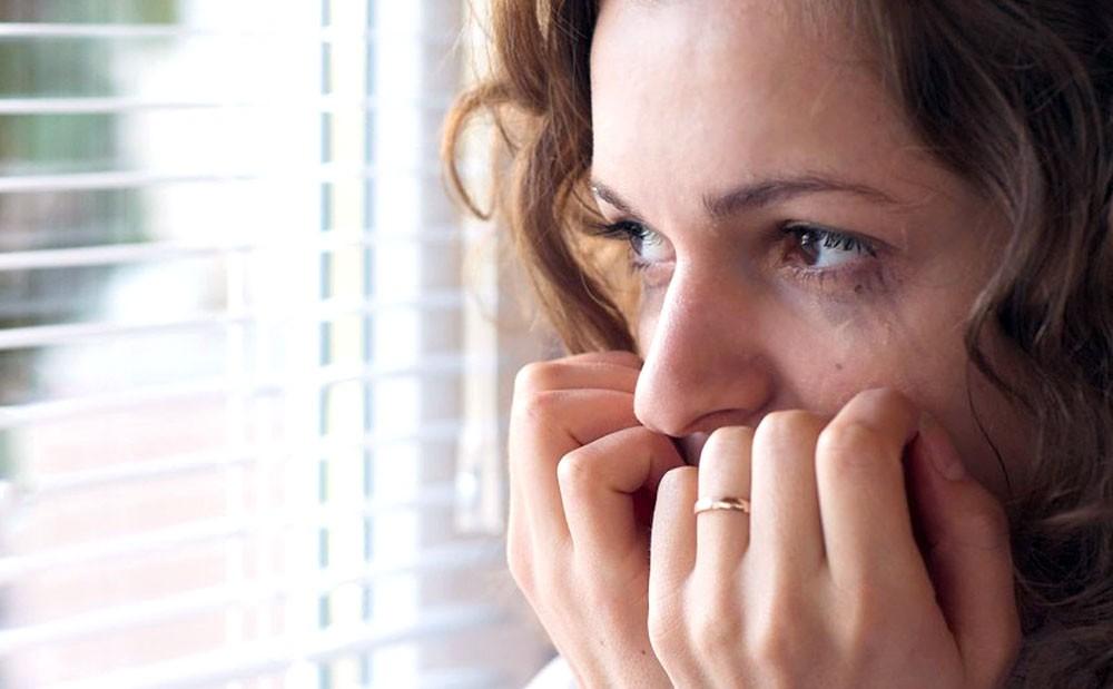 مريضة نفسيا تحاول الانتحار بتقطيع جسدها وتناول جرعات قاتلة من الأدوية