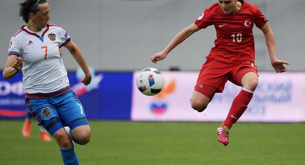 أسباب خطر اللعب بكرة القدم على النساء