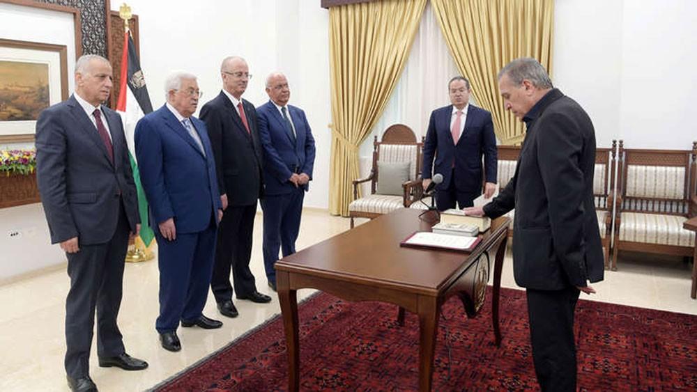 عباس يعين الناطق باسمه نائبا لرئيس الوزراء ووزيرا للإعلام