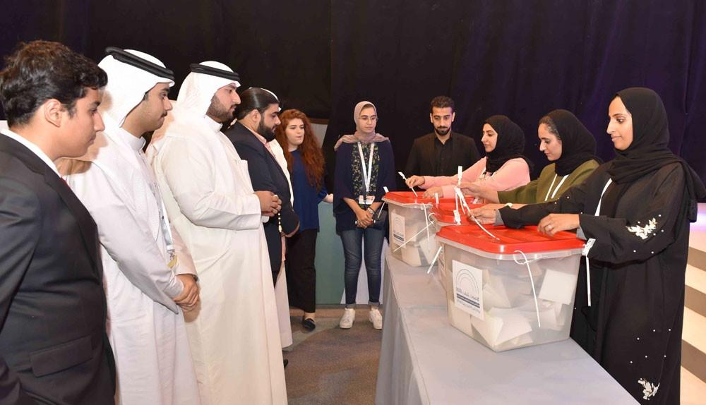 انتخابات مدينة الشباب تشهد فوزا متكافئا بين مرشحيها
