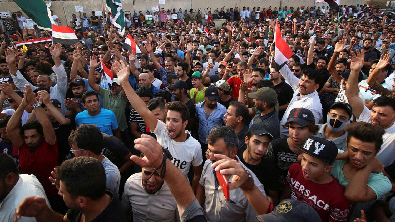 العراق.. محتجو البصرة يهددون بقطع الجسور والطرق