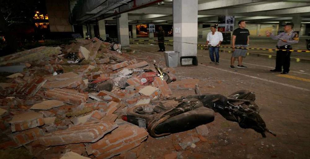 ارتفاع حصيلة زلزال اندونيسيا الى 82 قتيلا ومئات الجرحى