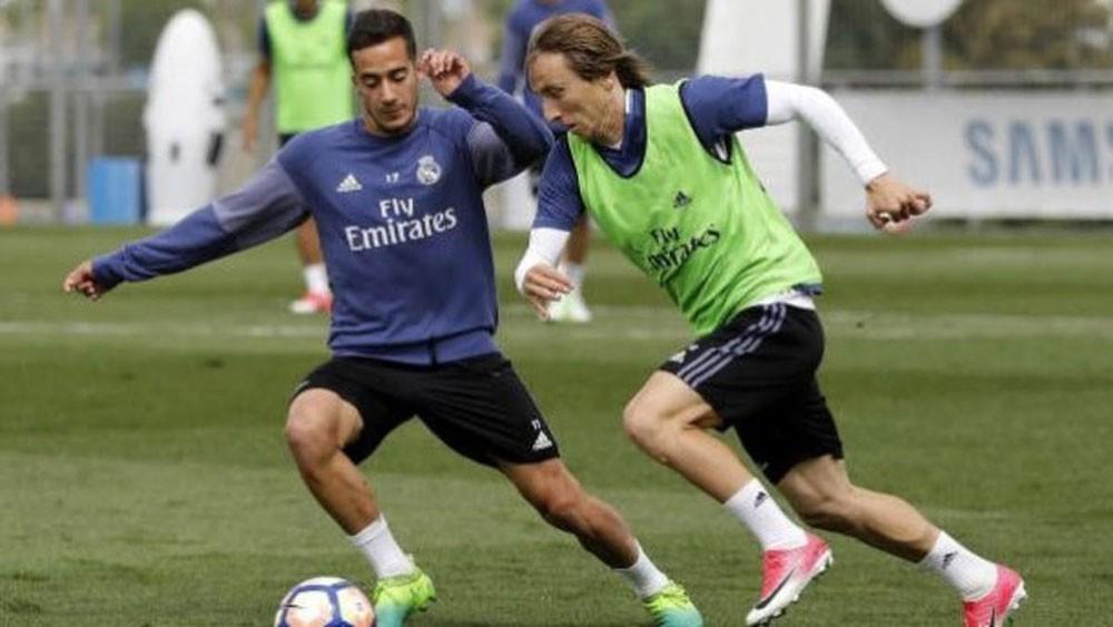 فاسكيز : مودريتش باقٍ في ريال مدريد