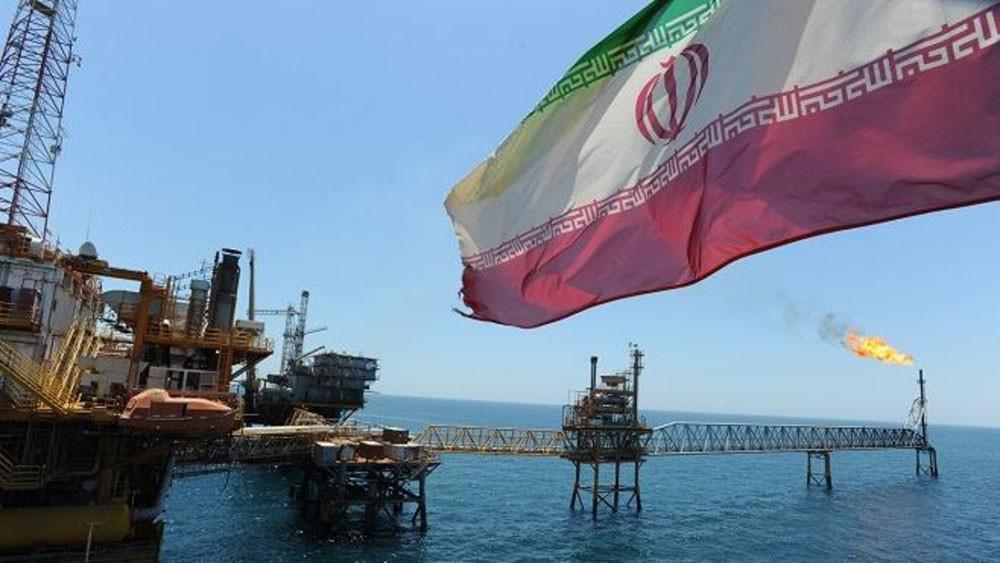 واشنطن: نريد من الدول كافة وقف شراء نفط إيران