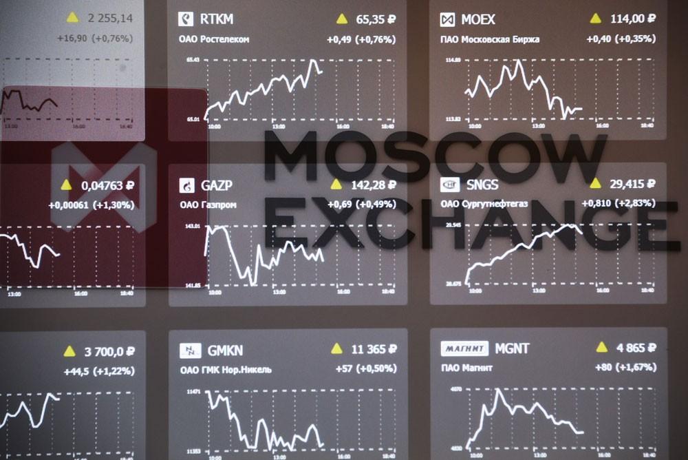 """العقوبات الأميركية """"تضرب"""" بورصة موسكو"""