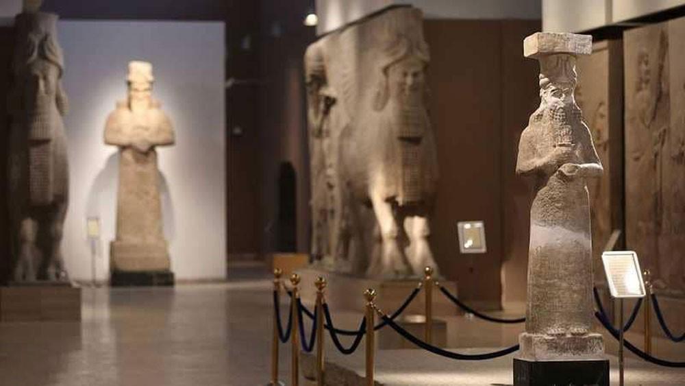متحف بريطاني يعيد قطعا أثرية مسروقة إلى العراق