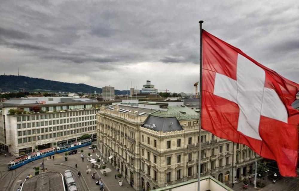 سويسرا توصي شركاتها بمواصلة روابط الأعمال مع إيران رغم العقوبات الأمريكية